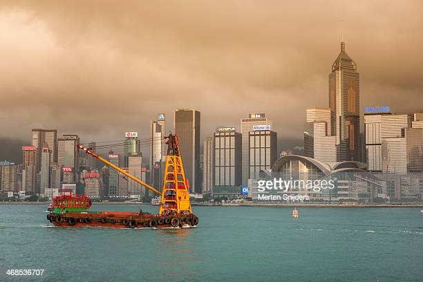 container crane ship in victoria harbour - merten snijders stock pictures, royalty-free photos & images