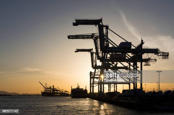 container cranes - oakland california stock pictures, royalty-free photos & images