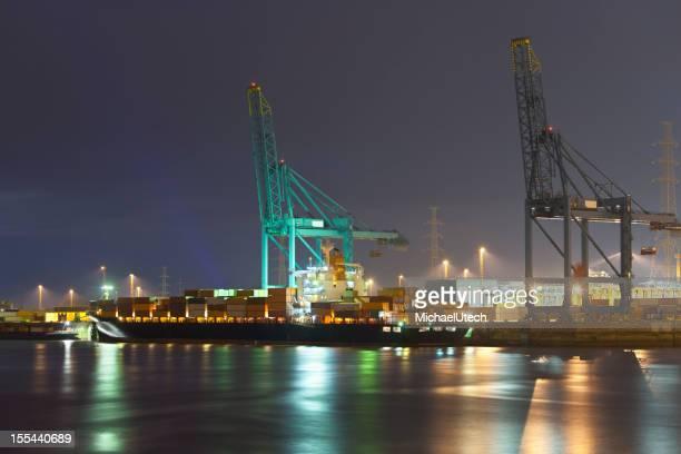 Container Hafen bei Nacht