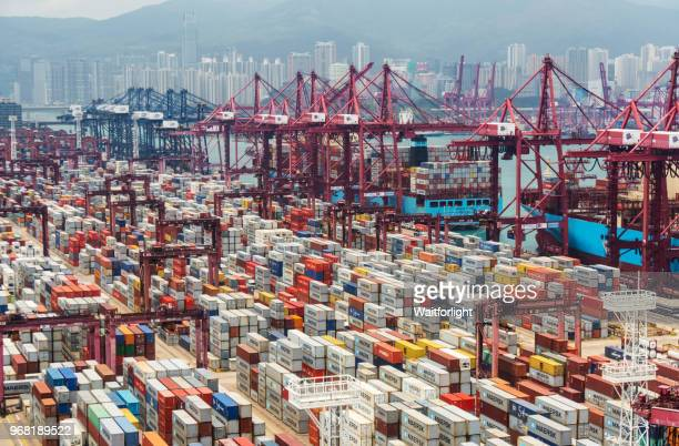 container port in hong kong - china stock-fotos und bilder