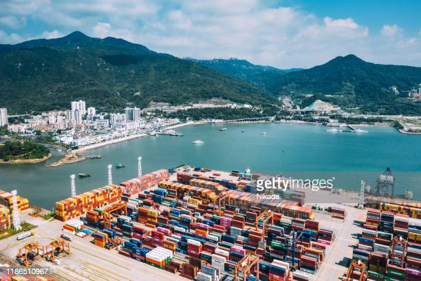 container port in shenzhen, china - trade war with china stock pictures, royalty-free photos & images