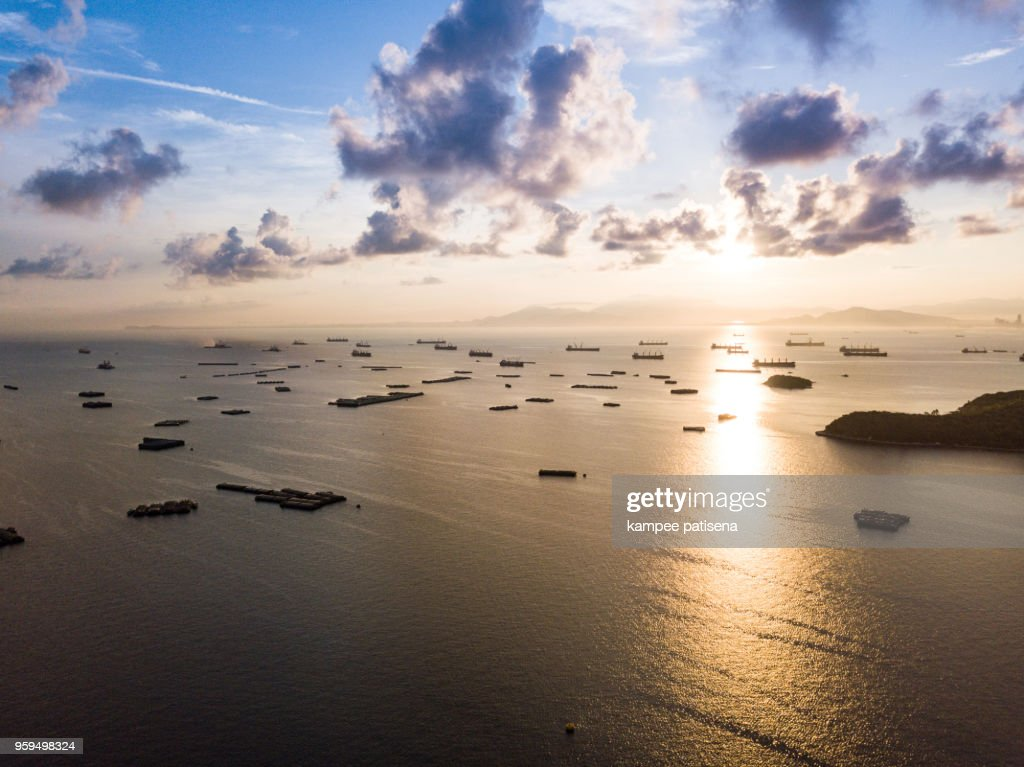 Container Ship around Koh Sichang during Sunrise. : Stock-Foto