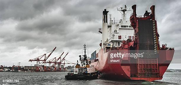 が到着港でコンテナー船