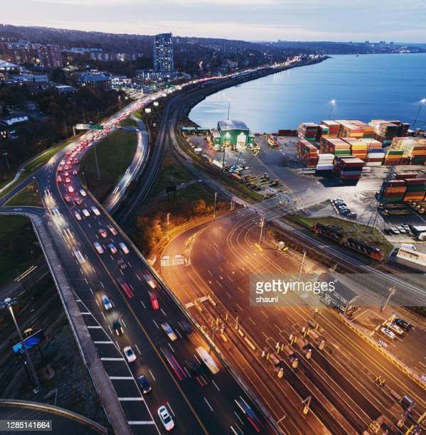 container ship at port - canada stock pictures, royalty-free photos & images