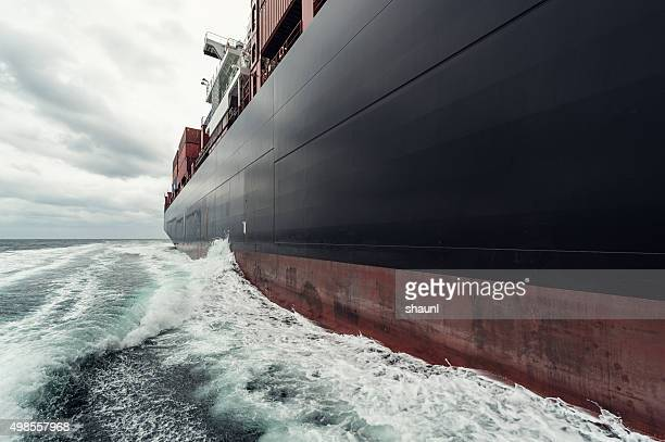 container ship at sea - watervaartuig stockfoto's en -beelden