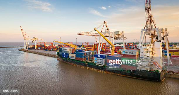 container ship at sunset in port of  buenos aires, argentina - la plata argentina stock pictures, royalty-free photos & images
