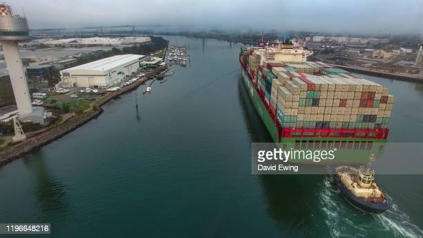 container ship entering melbourne port - david ewing stock pictures, royalty-free photos & images
