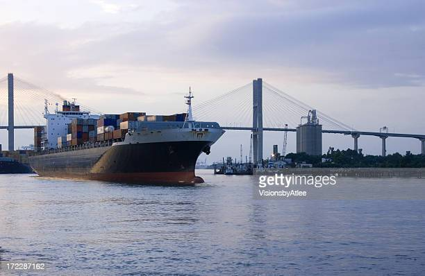 container ship leaving savannah harbor - port of savannah stock pictures, royalty-free photos & images