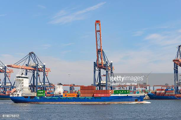 "container ship loaded with shipping containers in port - ""sjoerd van der wal"" stock-fotos und bilder"