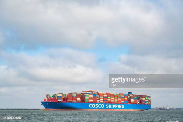 """container ship of cosco shipping leaving the port of rotterdam - """"sjoerd van der wal"""" or """"sjo"""" stock pictures, royalty-free photos & images"""