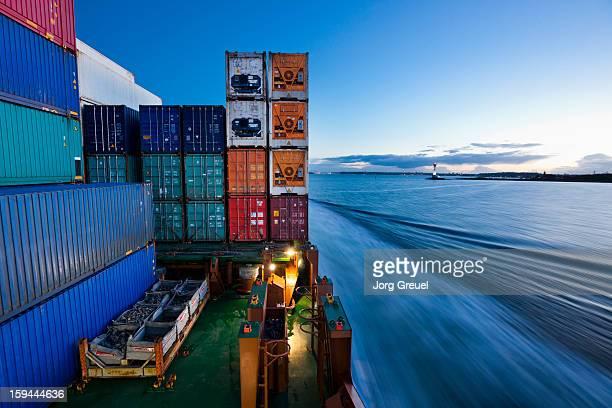 container ship on the baltic sea at dusk - behälter stock-fotos und bilder