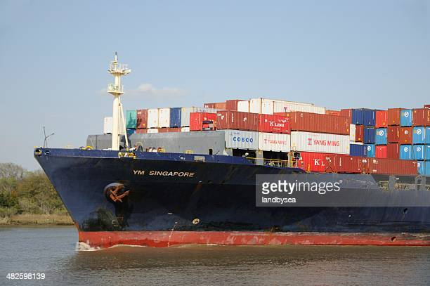 container ship on the savannah river - port_of_savannah stock pictures, royalty-free photos & images