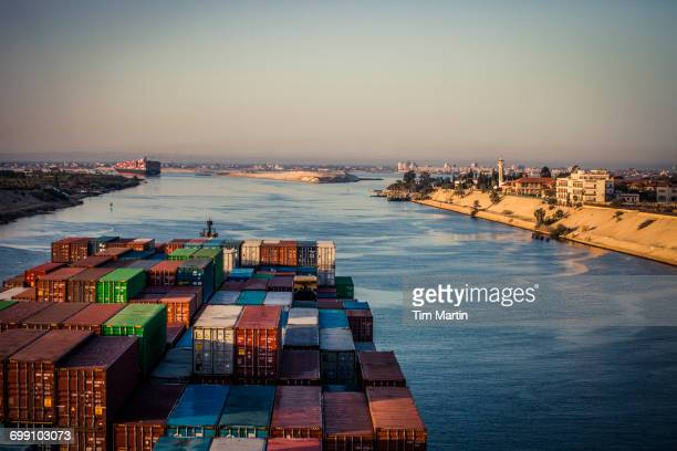container ship passing through the suez canal - suez canal stock pictures, royalty-free photos & images