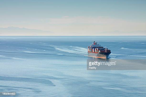 container ship - watervaartuig stockfoto's en -beelden