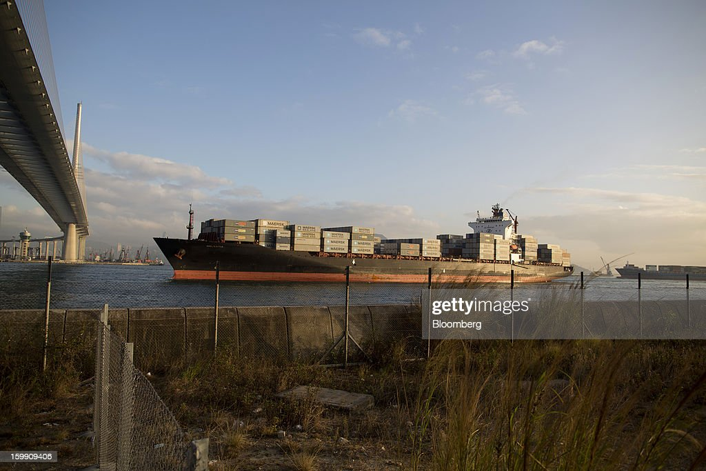 A container ship sails towards Stonecutters Bridge in Hong Kong, China, on Monday, Jan. 21, 2013. Hong Kong is scheduled to release export figures for December on Jan. 24. Photographer: Jerome Favre/Bloomberg via Getty Images