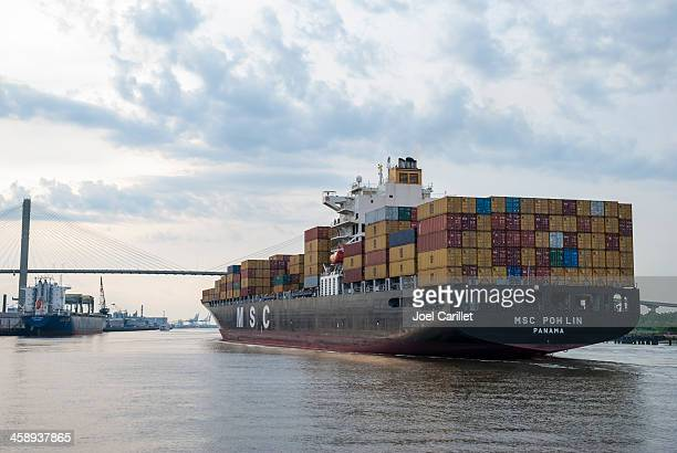 container ship in u.s. port - port of savannah stock pictures, royalty-free photos & images