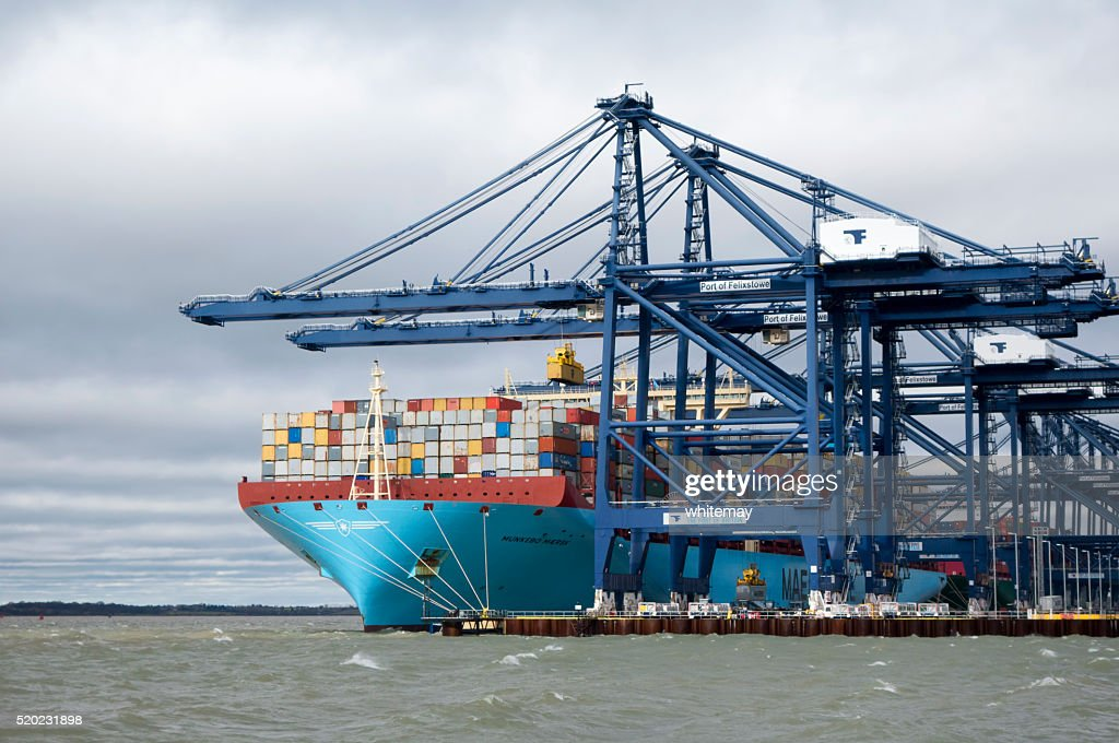 Container ship unloading at Felixstowe : Stock Photo