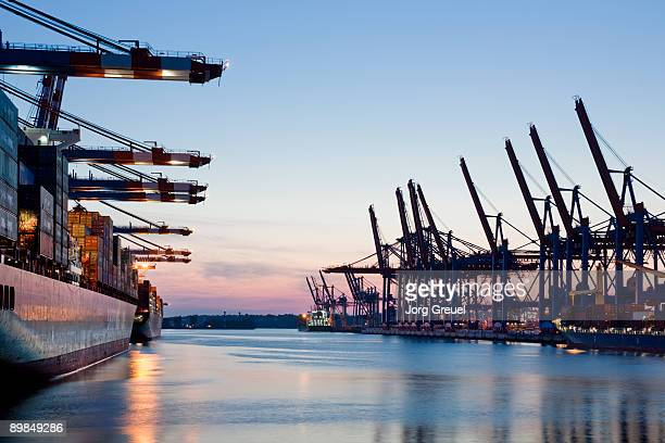 container terminal at dusk - hafen stock-fotos und bilder