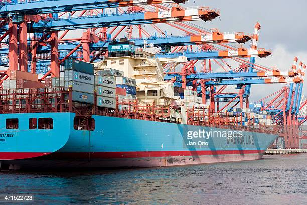 container terminal in hamburg - maersk stock pictures, royalty-free photos & images