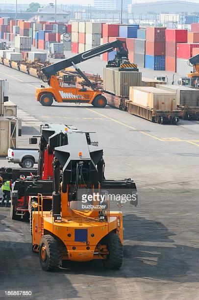 container-transportunternehmen - unterschicht stereotypen stock-fotos und bilder