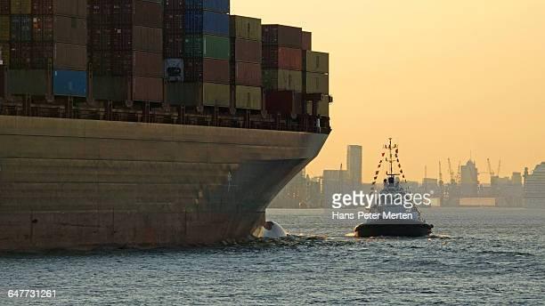 container vessel, Elbe river, Hamburg-Finkenwerder