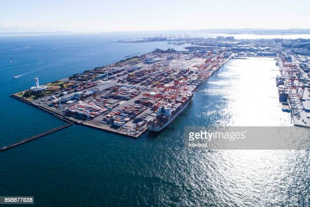 contenedores, portacontenedores en importación exportación y logística. - rótterdam fotografías e imágenes de stock