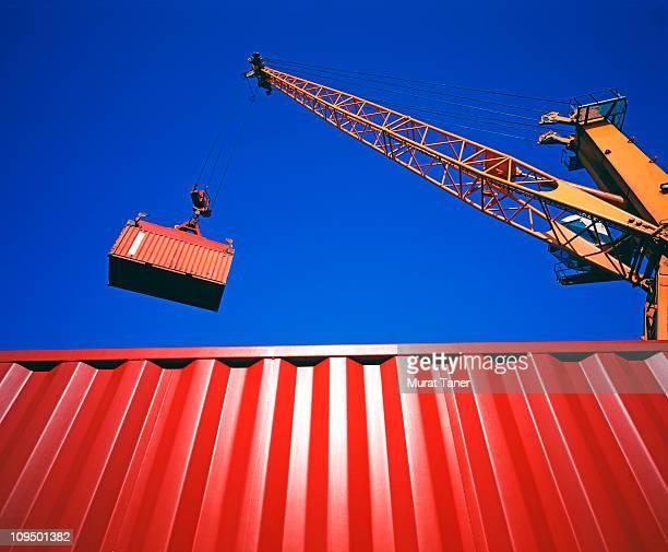 containers - sollevare foto e immagini stock