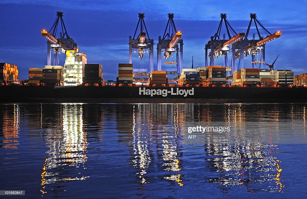 A containership of German shipping compa : News Photo