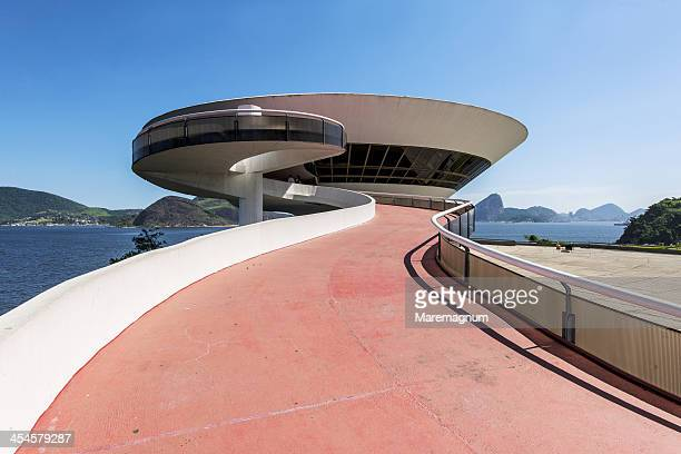 contemporary art museum by oscar niemeyer - niemeyer museum of contemporary arts stock pictures, royalty-free photos & images