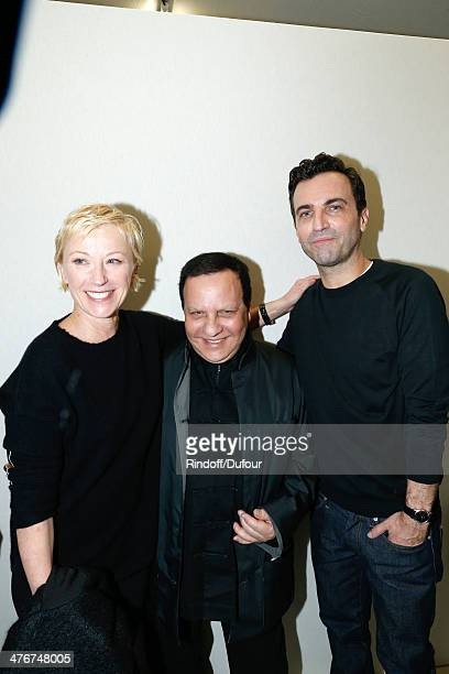 Contemporary artist Cindy Sherman Azzedine Alaia and Fashion Designer Nicolas Ghesquiere pose backstage after the Louis Vuitton show as part of the...
