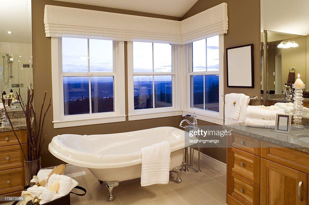 Vasca Da Bagno Con Piedini Usata : Vasca da bagno con piedini foto e immagini stock getty images