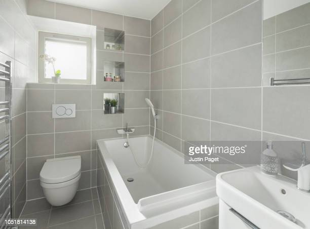 contemporary bathroom - toilet stockfoto's en -beelden