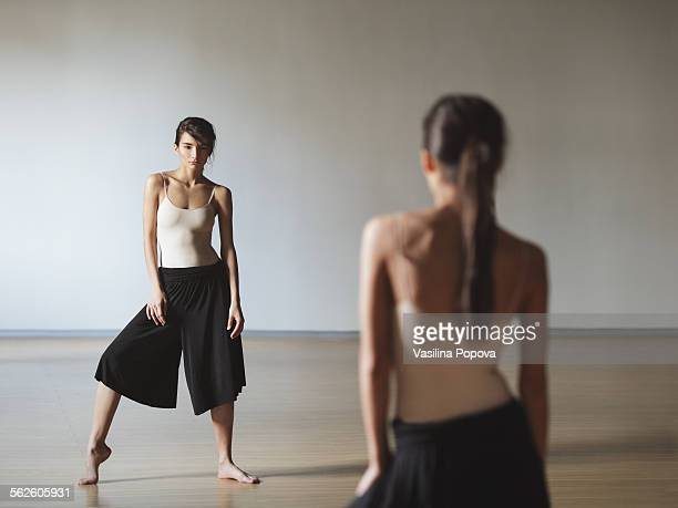 contemporary dancer - culottes stock pictures, royalty-free photos & images