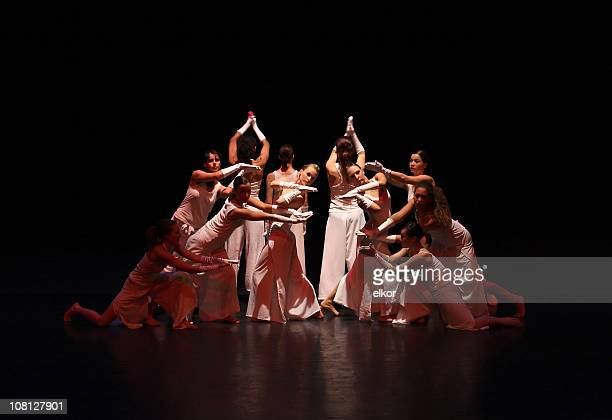 contemporary female dancers on stage - performing arts event stock pictures, royalty-free photos & images