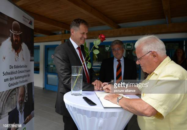 Contemporary witness Manfred Bihr writing in the book of condolence for Bud Spencer while Richard Arnold Mayor of Schwaebisch Gmuend and Rainer...