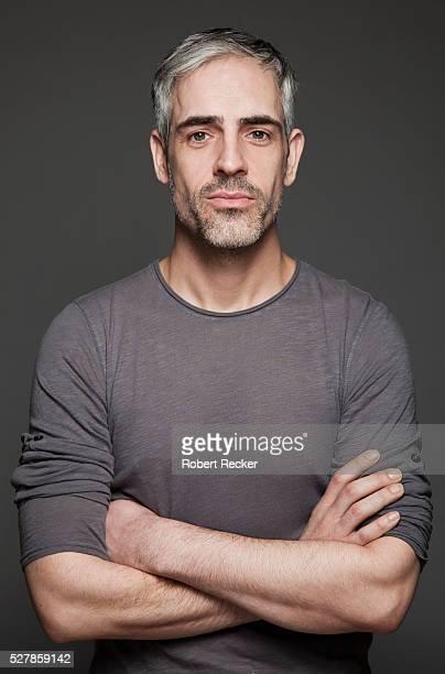 content handsome man - retrato formal imagens e fotografias de stock
