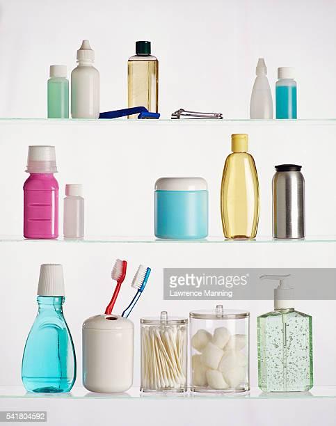 contents of medicine cabinet - armoire de toilette photos et images de collection