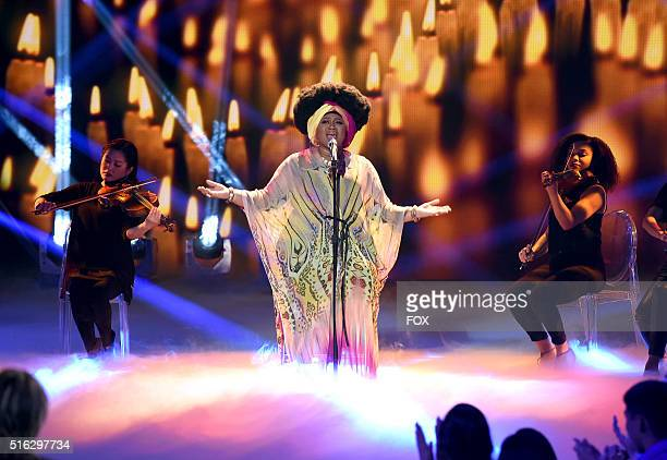 Contestant La' Porsha Rena performs onstage at FOX's American Idol Season 15 on March 17, 2016 in Hollywood, California.