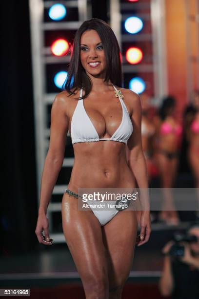 A contestant walks on the runway at the 2005 Hooters International Swimsuit Pageant at the Jackie Gleason Theatre for the Performing Arts in Miami...
