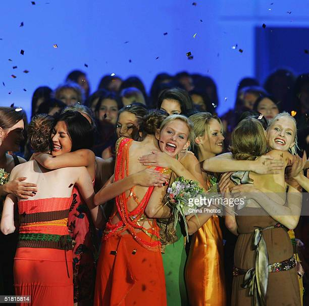 Contestants celebrate with each other at the end of the OLAY Elite Model Look 2004 International Finals on December 2 2004 in Shanghai China Sofie...