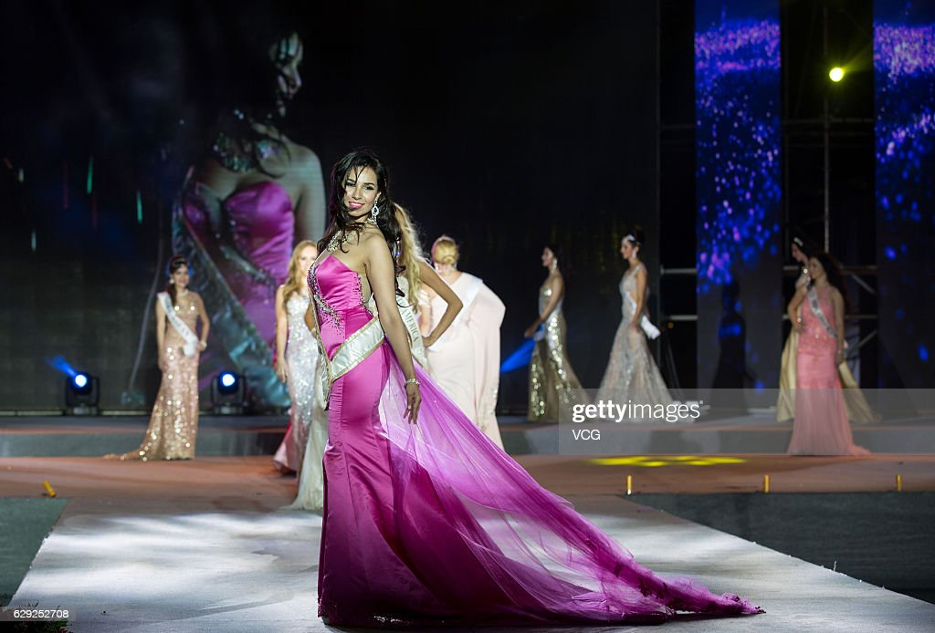 20th Mrs. Globe Final Held In Hainan : Nachrichtenfoto