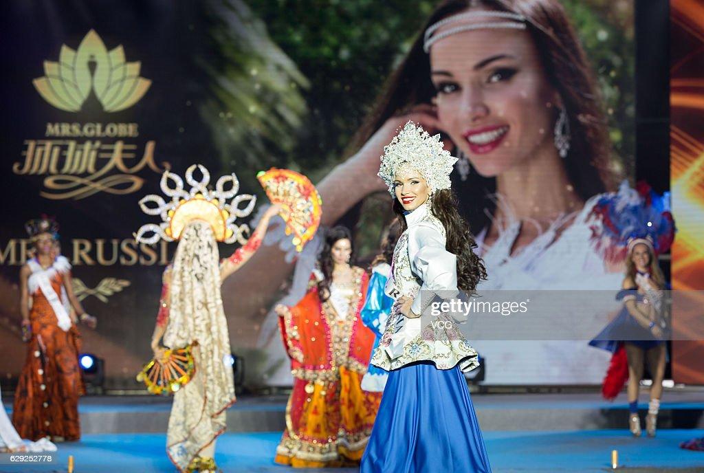 20th Mrs. Globe Final Held In Hainan : Nachrichtenfoto