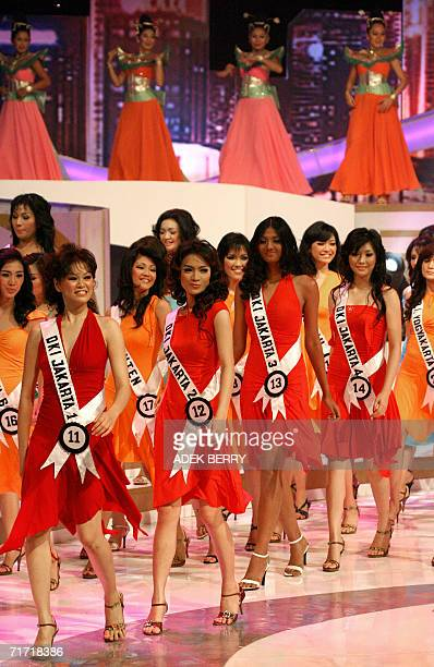 Contestants walk on stage during the Puteri Indonesia or Miss Indonesia 2006 contest in Jakarta late 25 August 2006 Some 38 contestants from 33...