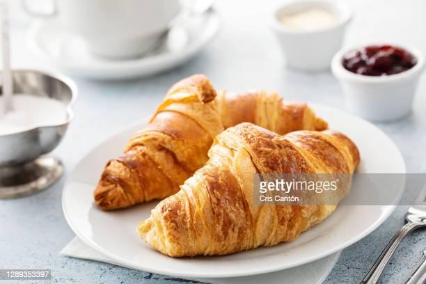 continental breakfast with coffee and croissants - cris cantón photography fotografías e imágenes de stock