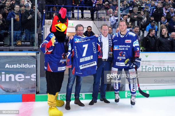 Contract extension for Jake Weidner of Iserlohn prior to the DEL match between Iserlohn Roosters and Duesseldorfer EG at Eissporthalle Iserlohn on...