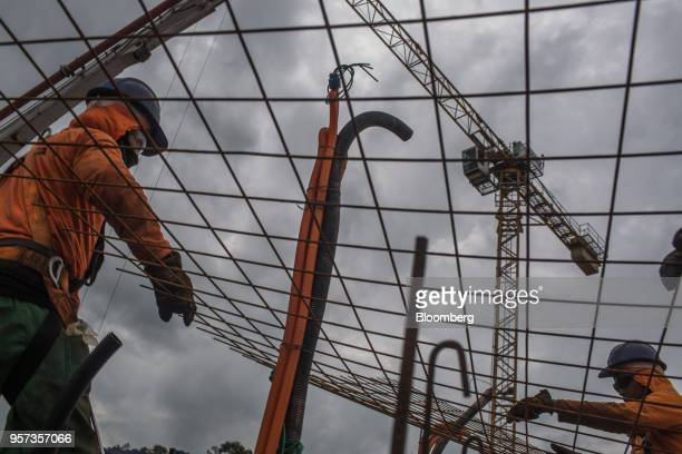 Contractors place mesh reinforcement panels during construction at the Reserva Paulista residential complex in Sao Paulo, Brazil, on Wednesday, March...