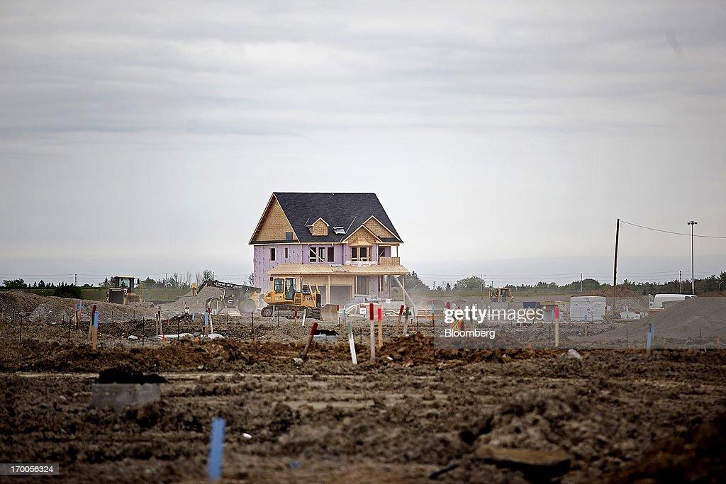 Photos et images de New Construction Ahead Of Housing Starts Figures ...