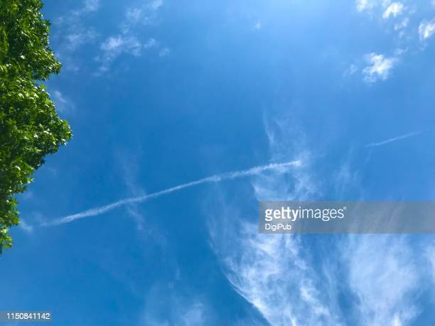contrail - kanagawa prefecture stock pictures, royalty-free photos & images