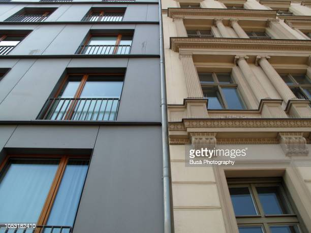 contrast between new residential housing and ornate old pre-war residential building in the district of mitte, berlin, germany - altbau fassade stock-fotos und bilder