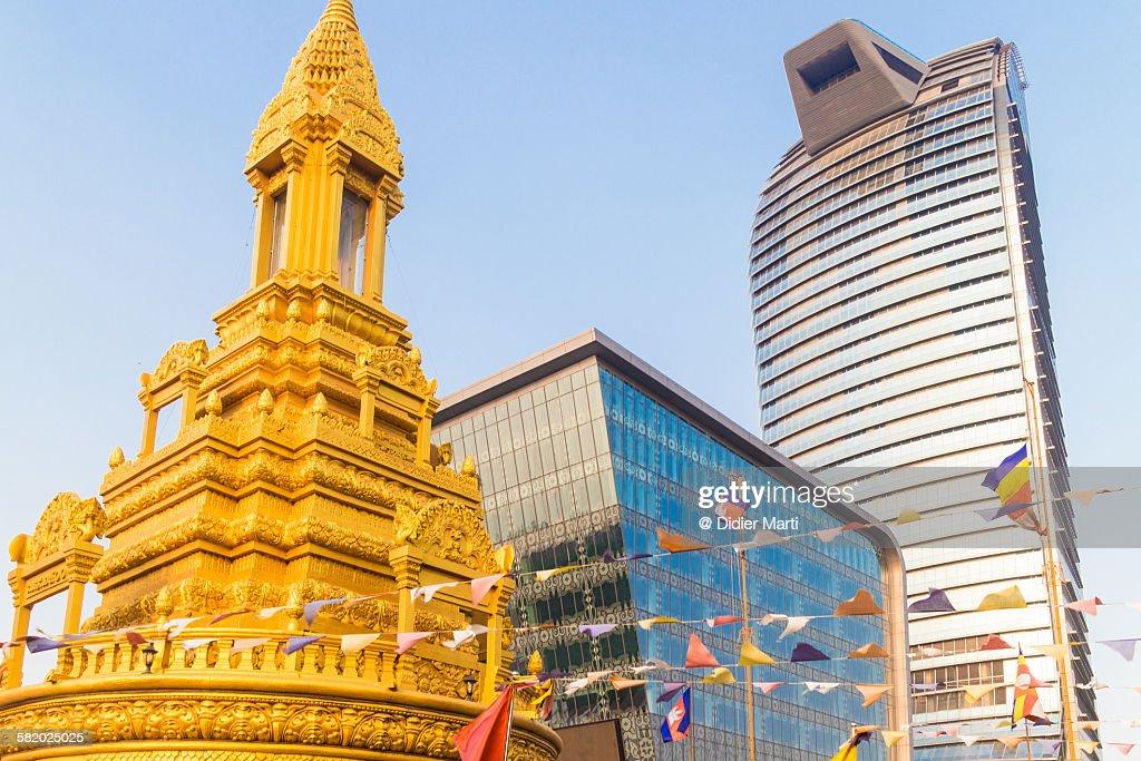 Contrast in Phnom Penh, Cambodia : ストックフォト